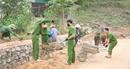 Tranh thủ ngày nghỉ giúp dân làm nông thôn mới